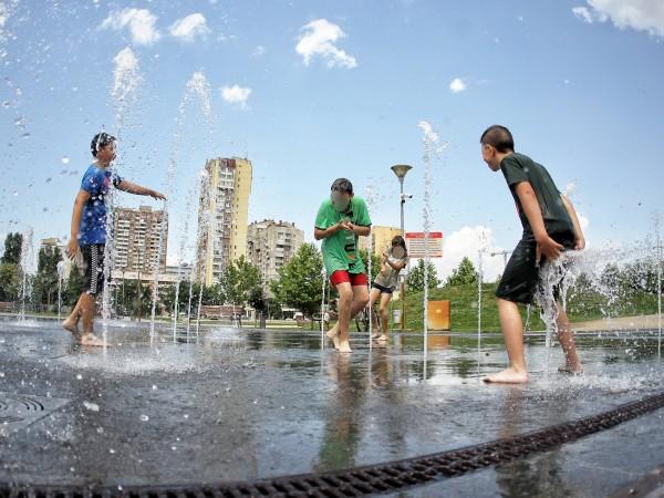 Снимка: Димитър Кьосемарлиев, Dnes.bgОпасно горещото време в София в сряда