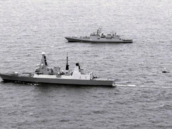 Още от момента, в който HMS Defender отплава от пристанището