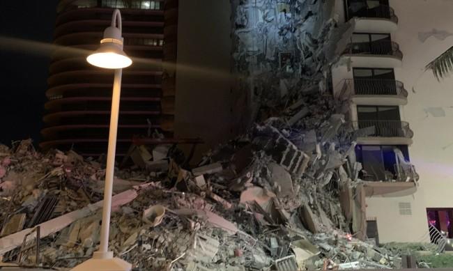 Мащабна спасителна акция в Маями: Сграда се срути частично