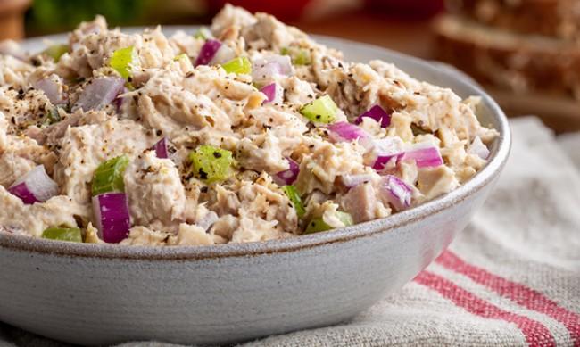 Рецептата Dnes: Салата с риба тон и чушки