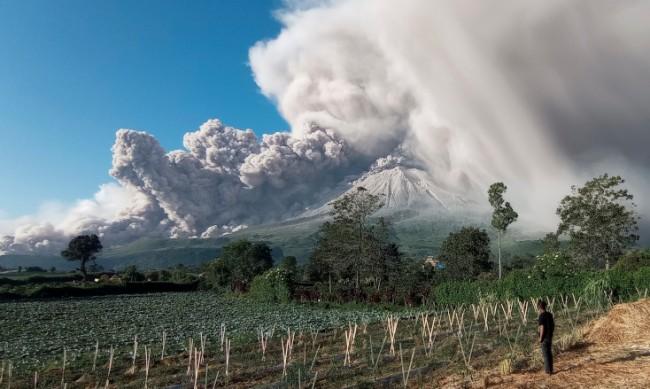 Изригна вулканът Мерапи на остров Ява