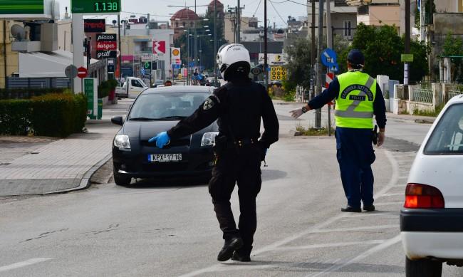 Глоби в Гърция за неносене на маски в автомобилите