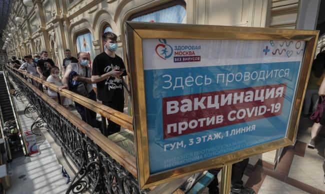 """Еднодозовата ваксина """"Спутник лайт"""" в масова употреба в Русия"""