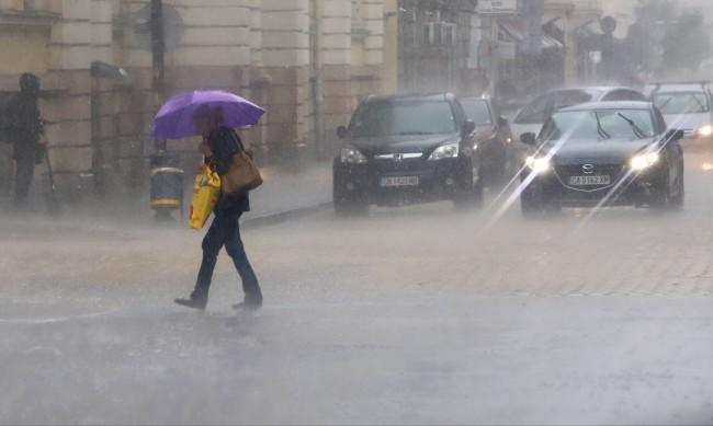 Силна буря над София - екипи са на терен, отстраняват аварии