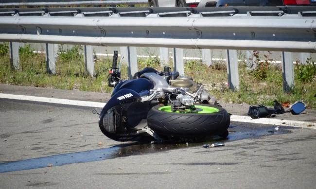 Моторист загина след тежка катастрофа в София
