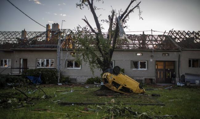 2-годишно дете е поредната жертва на торнадото в Чехия