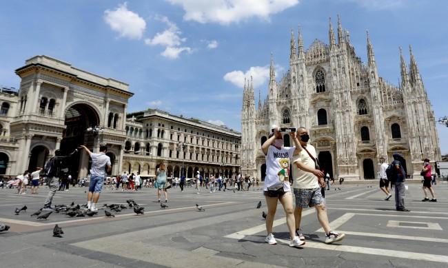 Неваксинираните лекари се отстраняват от работа в Италия