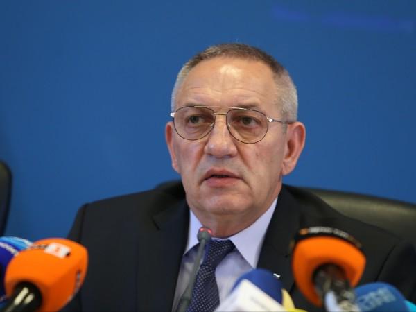 Фирма, свързана с бизнесмена Васил Божков, е печелила редовно обществени