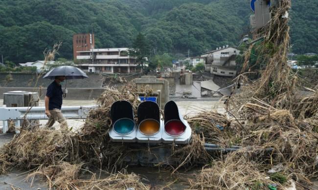 Хиляди японци се евакуираха заради опасност от свлачища