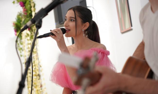 Дъщерята на Тодор Батков K.LINA с изискана премиера