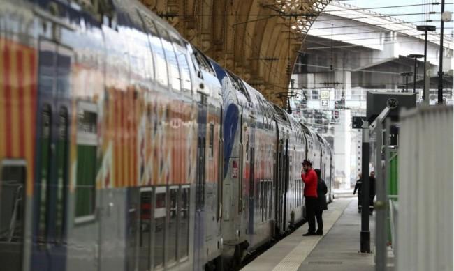 Транспортна стачка в началото на летния сезон във Франция