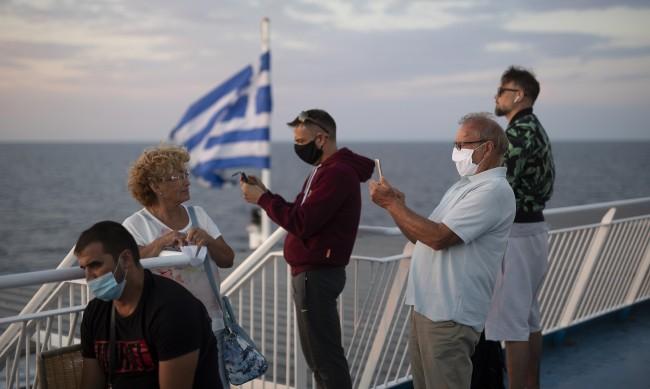 Сертификат или тест за пътуване с ферибот в Гърция