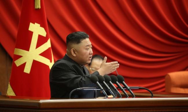 Северна Корея с белези за сериозна криза: Какво се случва там?