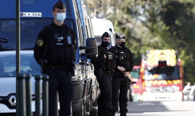 Един застрелян и трима намушкани с нож в Марсилия