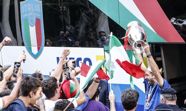 """""""Скуадра адзура"""" прибира над 34 млн. евро за титлата"""