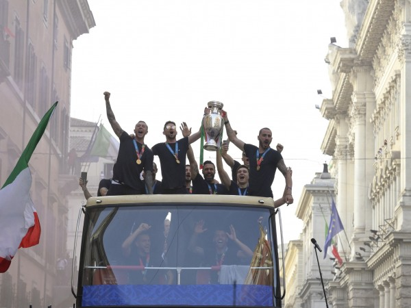 Снимки: БГНЕСИграчите на Италия отпразнуваха победата си над Англия и
