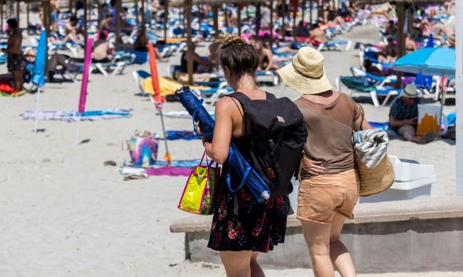 Туристите в Европа се завърнаха, но се включиха в игра на несигурност