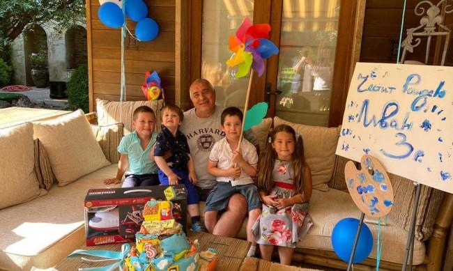Борисов отпразнува третия рожден ден на внучето си
