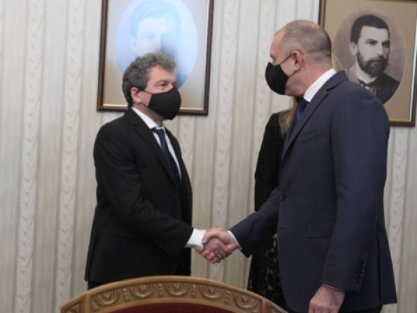Също като лидера на ИТН Слави Трифонов, заместникът му в