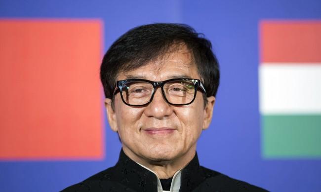 Джеки Чан иска да стане комунист партиец в Китай, но искат ли го?