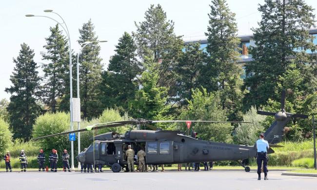 Американски хеликоптер кацна изненадващо в центъра на Букурещ