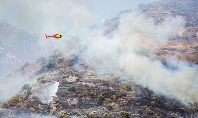 Хвърлен фас подпали природен парк в Каталуния