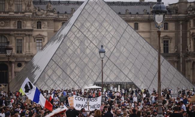 Смъртни заплахи срещу френски депутати заради COVID мерките