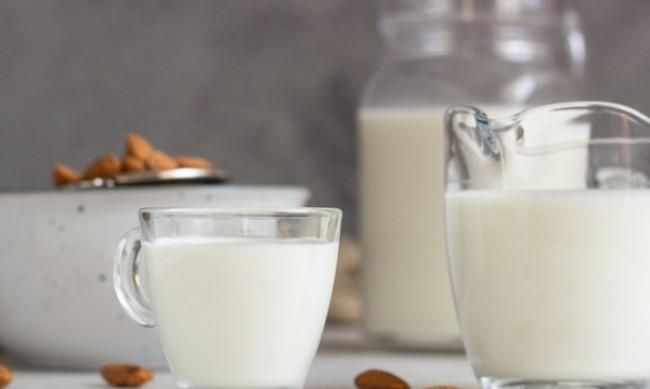 Позитивни и негативни страни на консумацията на бадемово мляко