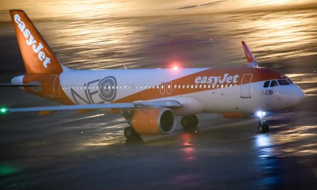 Два самолета едва не се сблъскали след грешка на ръководителя на полети