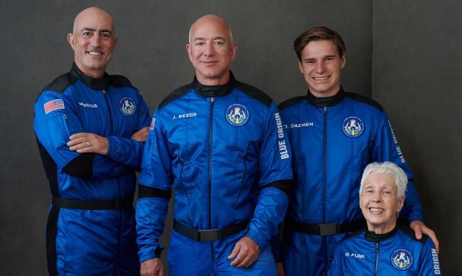 Гледайте на живо: Полетът на Джеф Безос в космоса