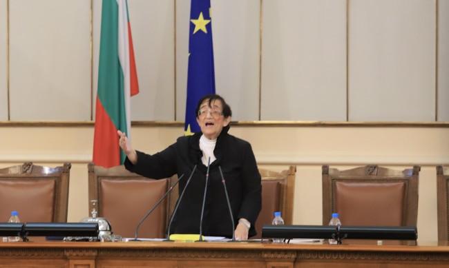 Зайкова: Не е проблем жена да е следващия премиер, но да е млада