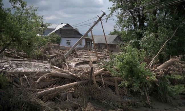 800 населени места в Украйна без ток заради лошото време
