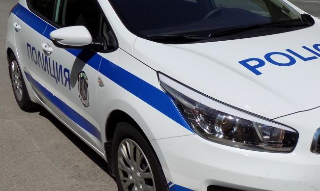 45-годишен мъж е открит с прободни рани в кола
