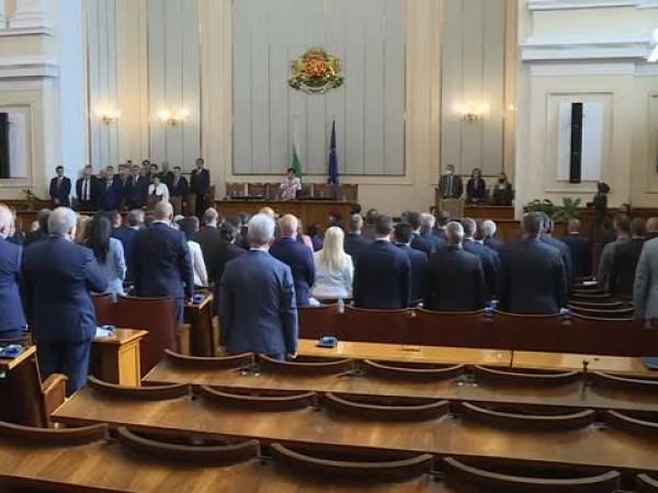 Депутатите от 46-ия парламент се заклеха и започнаха работа. Ива