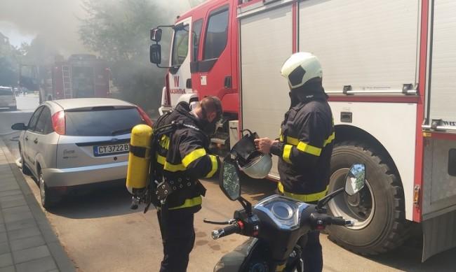 Голям пожар в Казанлък: Две къщи пламнаха като факли