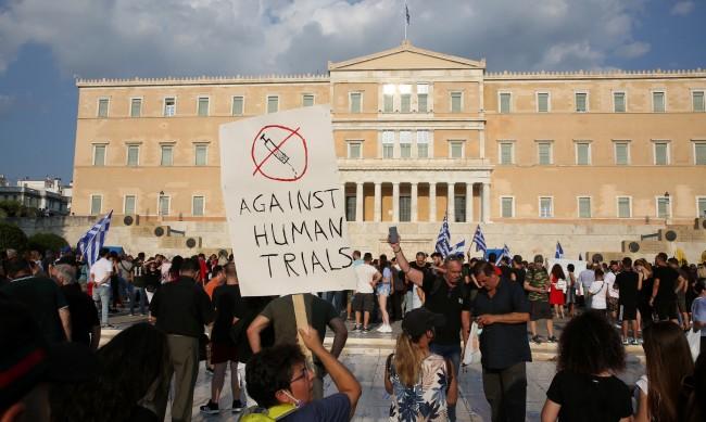 """Протест в Гърция: """"Не"""" на ултиматума """"работа срещу ваксина"""""""