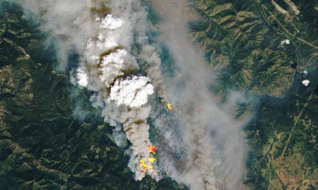 Хиляди евакуирани в Канада заради горските пожари