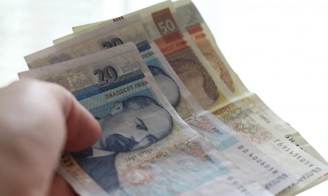 Влизаме в световна финансова криза, да се харчи повече