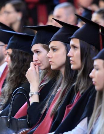С 9% ще спадне броят на завършилите висше образование българи