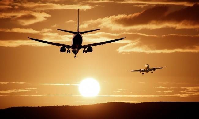 Мъж, болен от COVID-19, се дегизира като жена си за да се качи на самолет