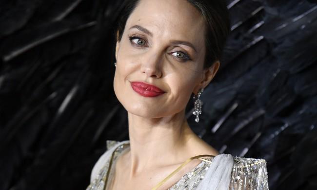 Лек грим, посещение на дерматолог... Какви са тайните за красота на Анджелина Джоли?