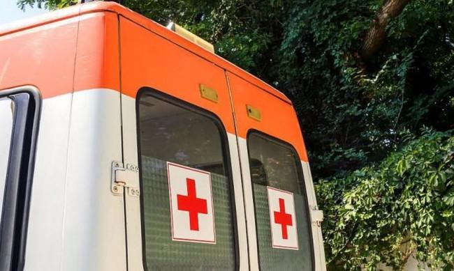 Кола блъсна жена във Варна, с опасност за живота е