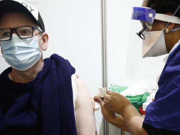 По-дългият интервал между първата и втората доза коронавирусната ваксина на