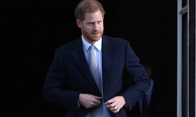 Кралското семейство притеснено, че Хари ще злепостави Камила