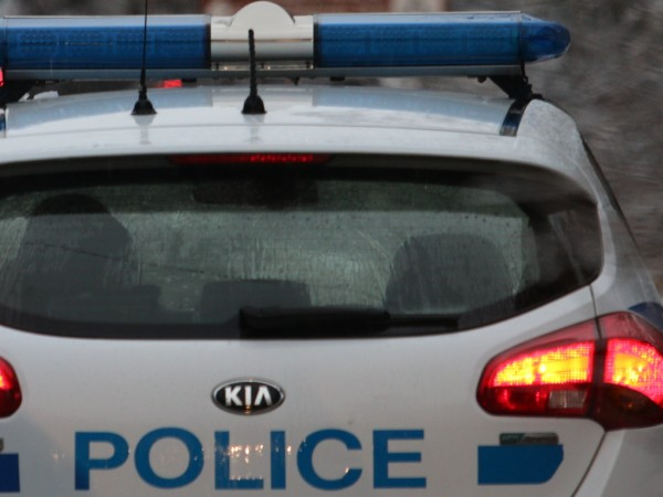 Деветима нелегални мигранти са били заловени на паркинг в близост