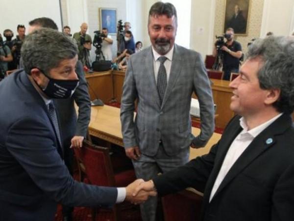 """Снимка: Димитър Кьосемарлиев, Dnes.bgПри първите консултации между""""Има такъв народ"""" и"""