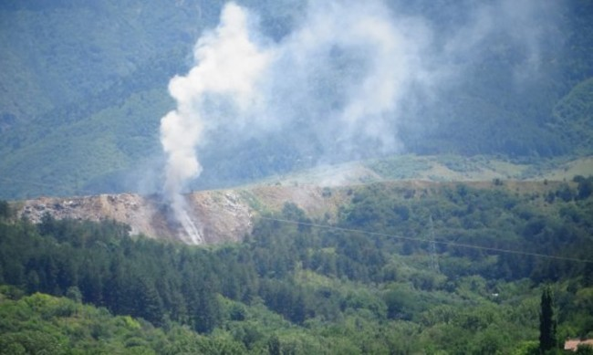 Пак пламна градското сметище край Дупница