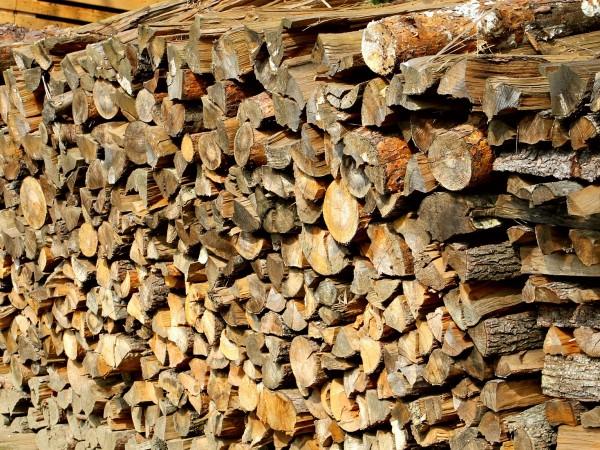Двойно по-евтино излизат дървата, ако си ги купим от склад
