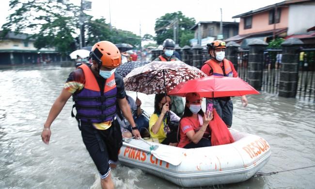 Над 13 000 евакуирани заради наводнения във Филипините