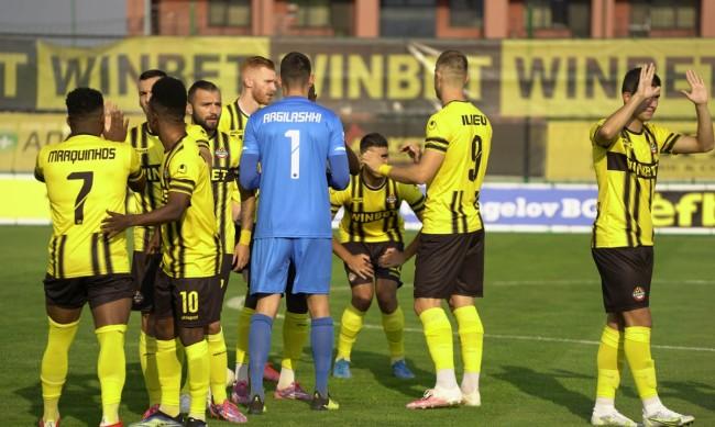 Ботев Пловдив потрепери, но започна сезона с победа над Пирин